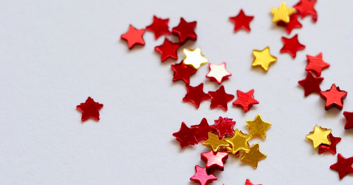 star ratings - performance metrics - red and yellow stars on gray background